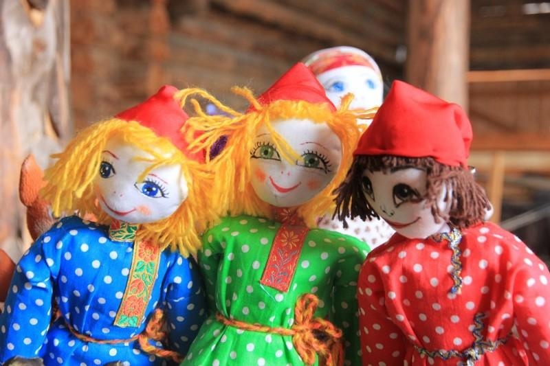 Народный Кукла Ручная Работа Весна Масленица, источник фото: https://pixabay.com/ru/народный-кукла-ручная-работа-весна-1256047/