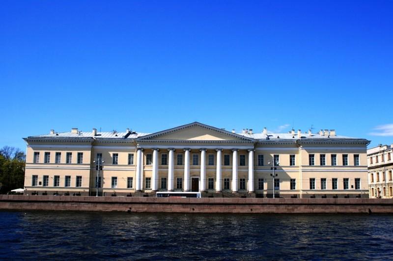 Нева, источник фото: https://pixabay.com/ru/река-нева-воды-синий-набережная-215706/