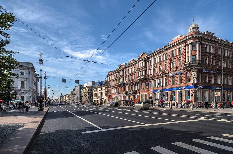 Невский Проспект, источник фото: Wikimedia Commons https://commons.wikimedia.org/wiki/File:Nevsky_Avenue_01.jpg Автор: Florstein