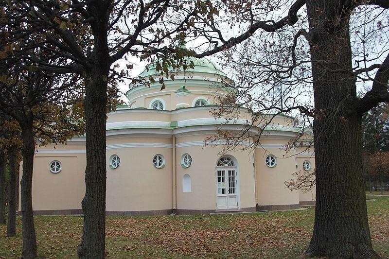 Павильон Нижняя ванна. Автор: Виктория Щипкова, Wikimedia Commons