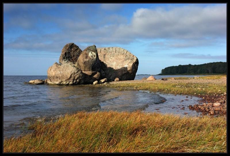 Остатки Гром-камня на берегу залива, источник фото: images.esosedi.ru