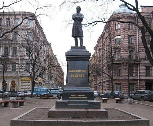 Памятник на Пушкинской улице, источник фото: sofiatravel.uz