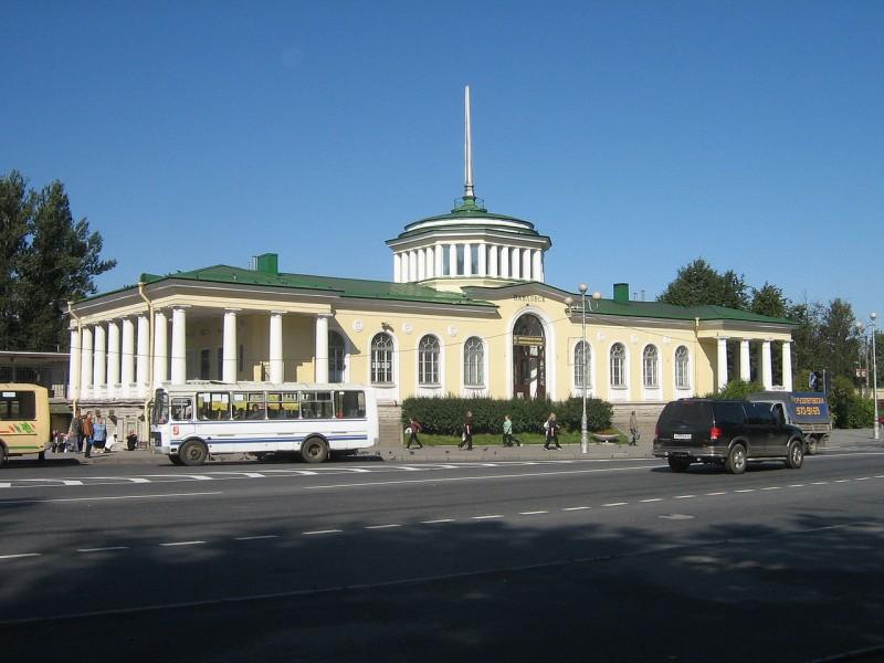 Павловск. Вокзал. Автор фото: Peterburg23 (Wikimedia Commons)