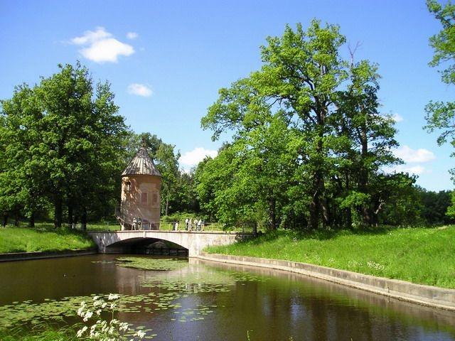 Пиль-башня. Павловский парк. Автор: Sergey Nemanov (Photocity), Wikimedia Commons