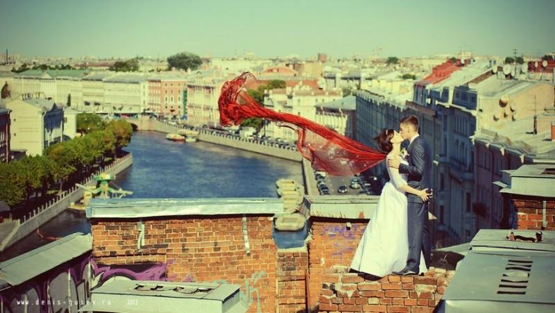 Романтические свидания на крыше, источник фото: http://kudapiter.ru/excursion/ekskursii-po-krysham/540-top-3-ekskursiy-po-krysham-v-sankt-peterburge.html