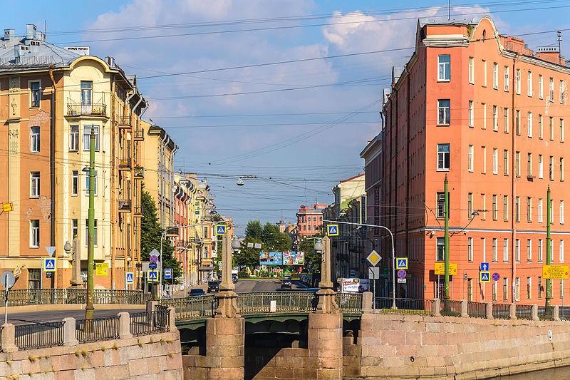 Перспектива Садовой улицы с Набережной реки Фонтанки у Мало-Калинкина моста в Санкт-Петербурге. Автор фото: Florstein (WikiPhotoSpace)