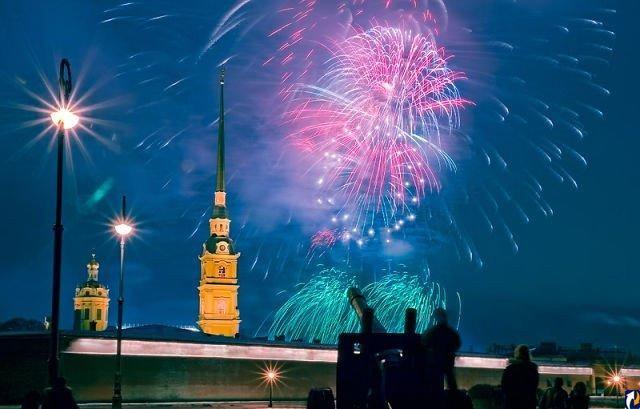 23 февраля со стрелки Васильевского острова в Питере дадут грандиозный фейерверк, источник фото: http://businesspskov.ru/rdosug/travel/80128.html