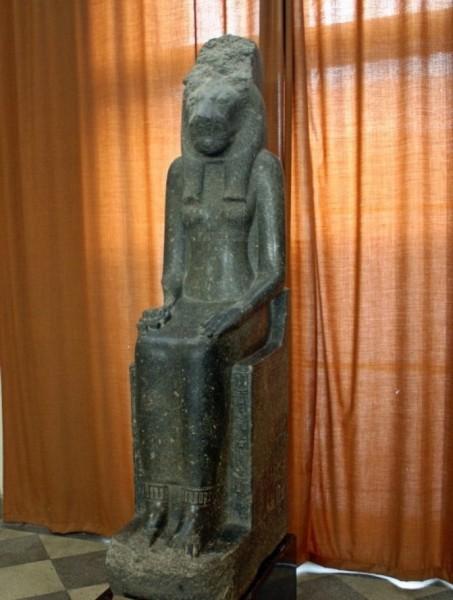 Статуя Мут-Сехмет в Эрмитаже. Источник: https://ru.wikimedia.org/wiki