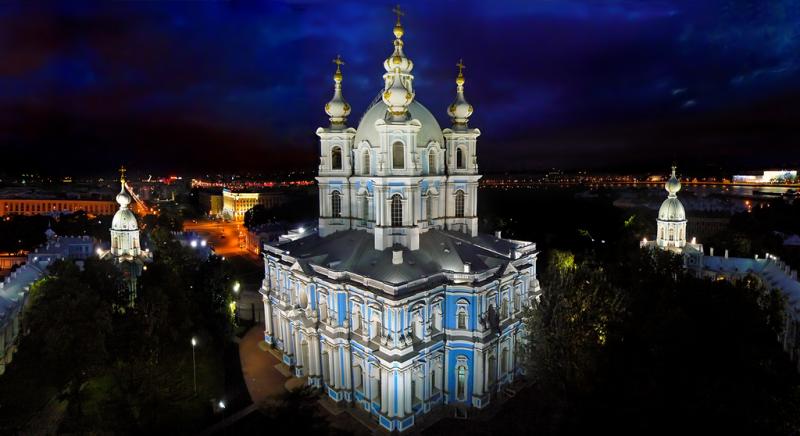 Смольный собор ночью, источник фото: Wikimedia Commons, Автор: Святослав Владимирович