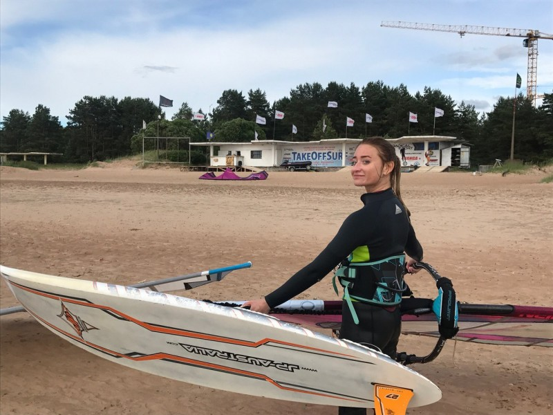 Takeoff surf club