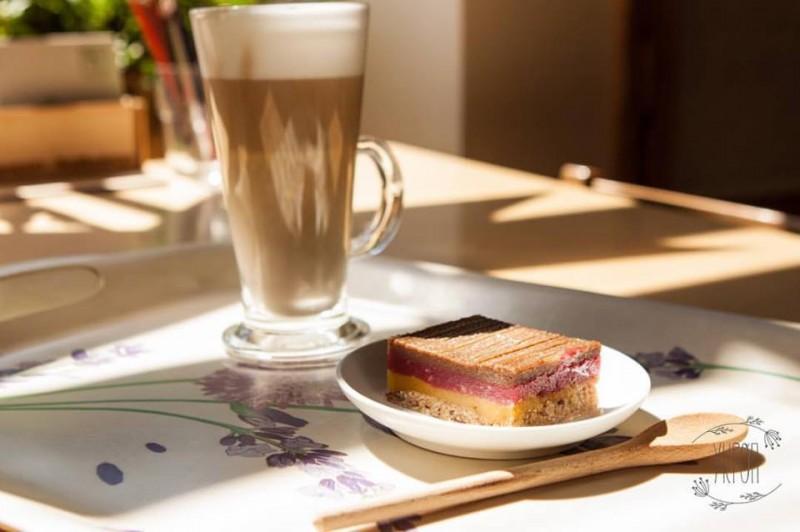 Сырный торт и цикорий, источник фото: https://www.facebook.com/cafeukrop/
