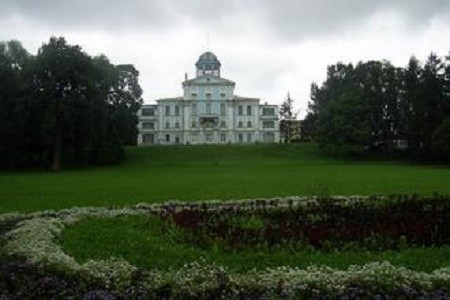 Усадьба Новознаменка, источник фото: Wikipedia https://mob.travel/poi/usadba-novoznamenka_21332