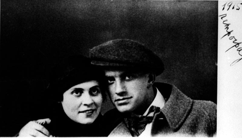 Владимир Маяковский и Лиля Брик. 1915 (Wikimedia Commons)