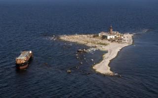 Маяк на острове Родшео