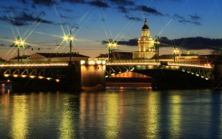 Дворцовый мост, март 2009 г. Фото: Vlad&Mirom (Wikimedia Commons)