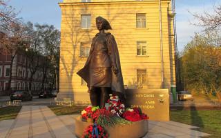 Памятник Алие Молдагуловой. Фото: Pioneer 74