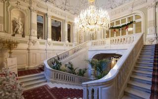 Парадная лестница Юсуповского дворца. Фото: IzoeKriv (Wikimedia Commons)