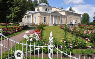 Розовый павильон. Фото: дворцы-сады-парки.рф
