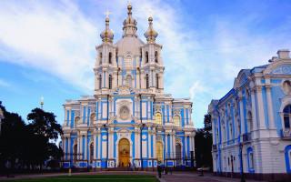 Смольный собор. Фото: GAlexandrova (Wikimedia Commons)