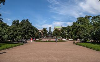 Екатерининский сквер и площадь Островского. Фото: Florstein (WikiPhotoSpace)