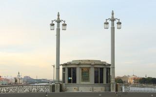 Благовещенский мост. Фото: Sergpavl (Wikimedia Commons)