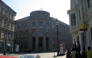 Вид на Большую Морскую ул. со стороны Невского пр. Фото: Dezidor (Wikimedia Commons)