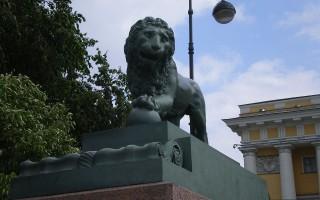 львы на Адмиралтейской набережной