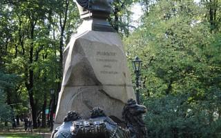 Памятник Пржевальскому в Александровском саду. Автор: Max A. Khlopov, Wikimedia Commons