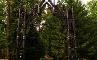 Чугунные Готические ворота. Автор: Julett, Wikimedia Commons