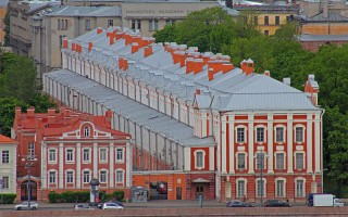 Ансамбль Университетской набережной. Вид с Исаакиевского собора. Автор: A.Savin, Wikimedia Commons