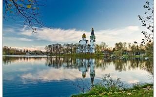 Вид на храм Петра и Павла в Сестрорецке. Автор: Klik000, Wikimedia Commons