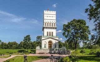 Белая башня в Александровском парке Царского Села. Автор: Florstein, Wikimedia Commons