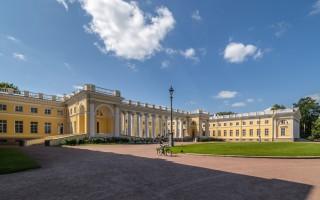 Александровский дворец в Царском Селе. Автор: Florstein,  Wikimedia Commons