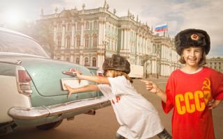 Дети на Дворцовой площади,в Санкт-Петербурге