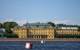 Меншиковский дворец в Санкт-Петербурге, июль 2021 г.