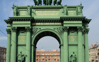 Нарвская триумфальная арка в Санкт-Петербурге
