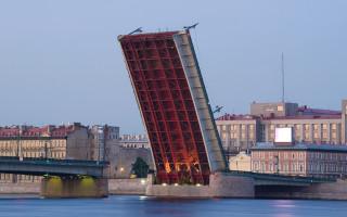 Развод на Литейном мосту. Белые ночи в Санкт-Петербурге