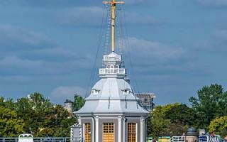 Флажная башня Петропавловской крепости. Автор: Alex 'Florstein' Fedorov, Wikimedia Commons