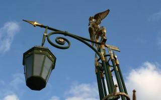Фонарь. Небо. Петербург, источник фото: https://pixabay.com/ru/фонарь-позолота-небо-петербург-1230068/
