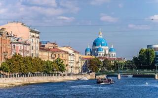 Набережная реки Фонтанки в Санкт-Петербурге / Вид на Троицкий собор, источник фото: Wikimedia Commons, Автор: Florstein
