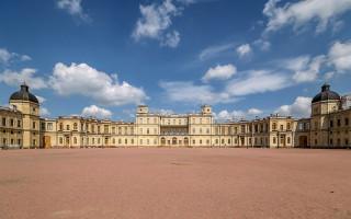 Гатчинский дворец, южный фасад. Город Гатчина. Фото: Florstein (WikiPhotoSpace)