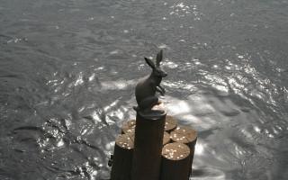 Памятник Зайцу. Фото: Interfase (Wikimedia Commons)