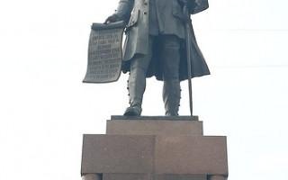 Памятник Петру работы Церетели