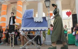 """Фестиваль уличных театров """"Елагин парк"""", источник фото: https://vk.com/elaginfest Автор: Алия Мамина"""
