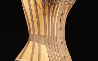 Под одеждой. История дизайна нижнего белья, источник фото: https://www.erarta.com/ru/calendar/exhibitions/detail/3bc253df-dbea-11e6-9917-8920284aa333/