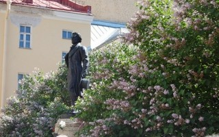 Памятник А. С. Пушкину во дворе на наб. Мойки, 12