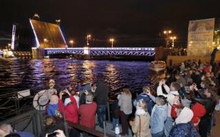 Поющие мосты 2018 в СПб. Фото: cityguide-spb.ru