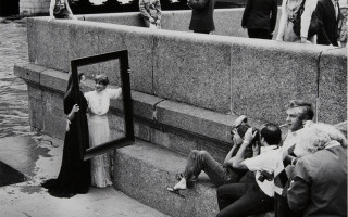 """Лекторий """"Фотография в Ленинграде-Петербурге в 1970-х — 1990-х гг."""" Фото: Борис Конов. Три плюс два. 1984. Коллекция РОСФОТО"""