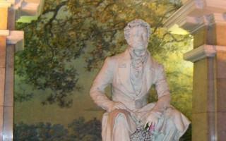 Памятник А. С. Пушкину в метро. Фото: S. Barichev (Wikimedia Commons)