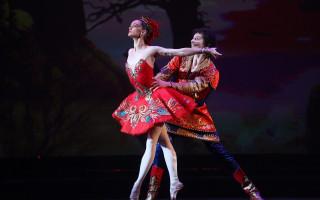 """""""Жар-птица"""" – сказочный балет на музыку Игоря Стравинского, поражающий обилием света и сияния."""